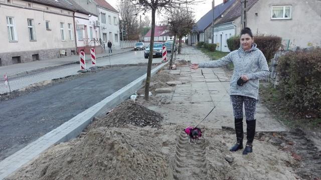 Przy ul. Rutkowskiego będzie asfalt. Mieszkańcy okolicznych domów się cieszą.