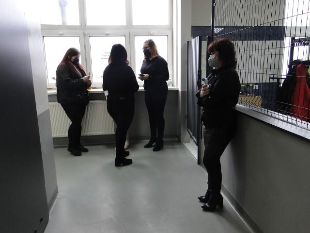 Maturzyści w Radomiu ze szkół ZDZ zasiedli do próbnej matury z języka polskiego