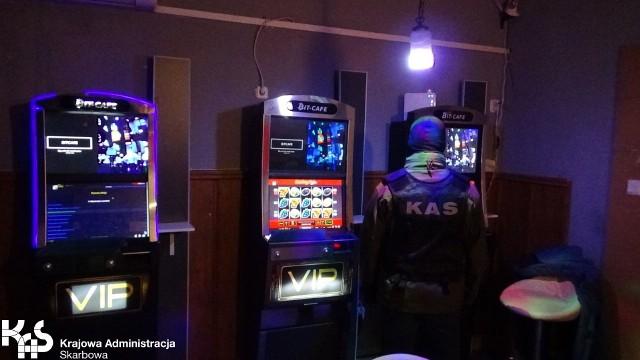 Nielegalne automaty w Chełmnie.
