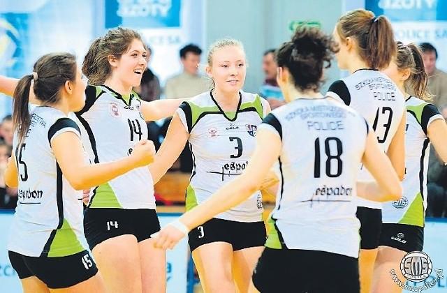 Trenerzy do tej pory nie wiedzą, czy powiat zagwarantuje pieniądze, aby dziewczęta z SMS uczestniczyły w rozgrywkach II i III ligi kobiet.