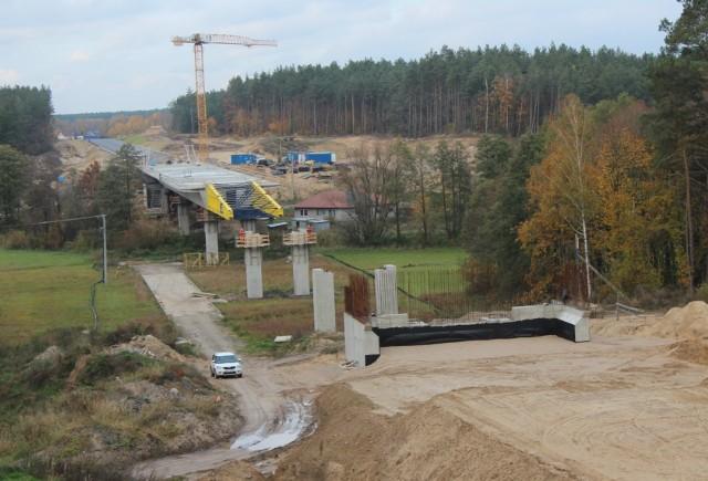 Budowa mostu przez dolinę rzeki Wel w ciągu powstającej obwodnicy Nowego Miasta Lubawskiego