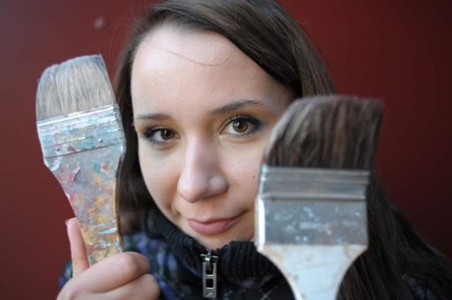 - Chcę na moich obrazach pokazać wnętrze człowieka - mówi Ludmiła Selizar.