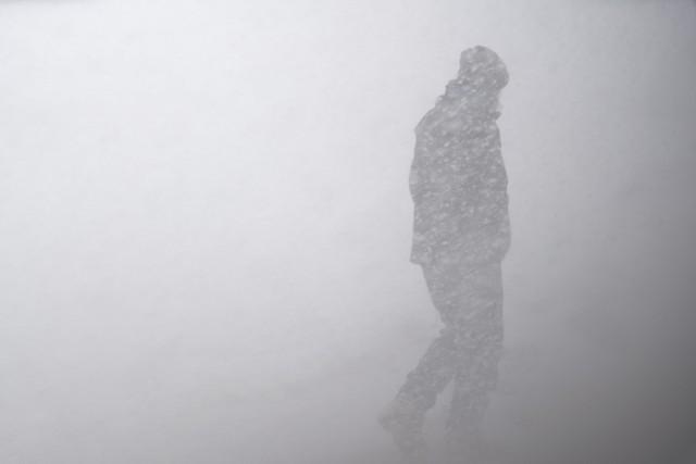 Nad Arktyką od jakiegoś czasu tworzy się wir polarny, którego na taką skalę w tym czasie nie było od  przynajmniej 40 lat. Możę on wywołać reakcję łańcuchową, która spowoduje gwałtowne i potężne uderzenie zimy pod koniec listopada. Czy tak się stanie? Czy zima zawita do nas pod koniec listopada?