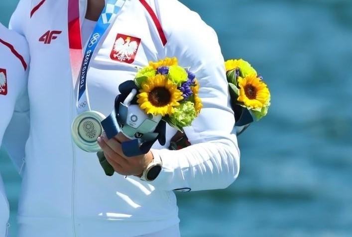 Bukiety, które sportowcy w Tokio dostają w czasie ceremonii...