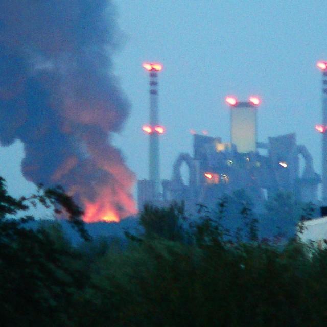 Zdjęcie na nto24@nto.pl przysłał internauta Tomasz Nowakowski z Krapkowic Otmętu. - Ogień kilkakrotnie buchał i przygasał - opowiada.