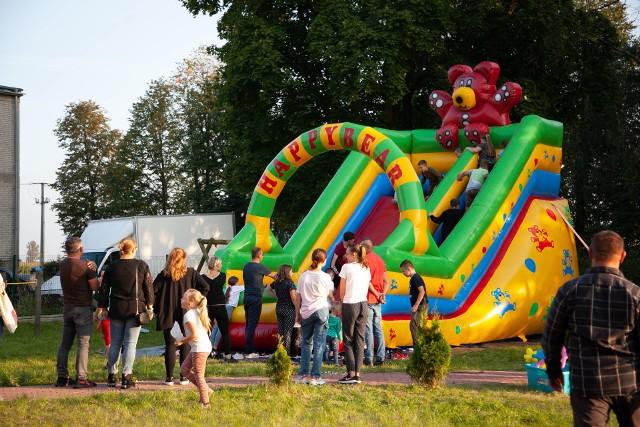 Mieszkańcy Dębin pod Przysuchą, także najmłodsi, mieli okazję na wspólną zabawę na festynie rodzinnym.