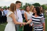 """Uroczyste zakończenie roku w """"Konarskim"""" i """"Grocie"""" w Jędrzejowie. Młodzież pięknie się prezentowała"""