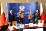 W urzędzie wojewódzkim podpisano dziś porozumienie, które ma pomóc niepełnosprawnym w poszukiwaniu pracy