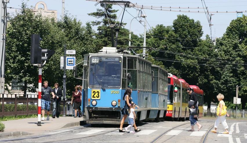 Praca w niedziele i święta dozwolona jest m.in. w transporcie i w komunikacji.