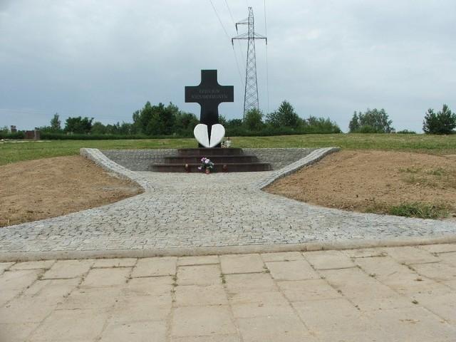 Pomnik dziecka nienarodzonego w Nysie.