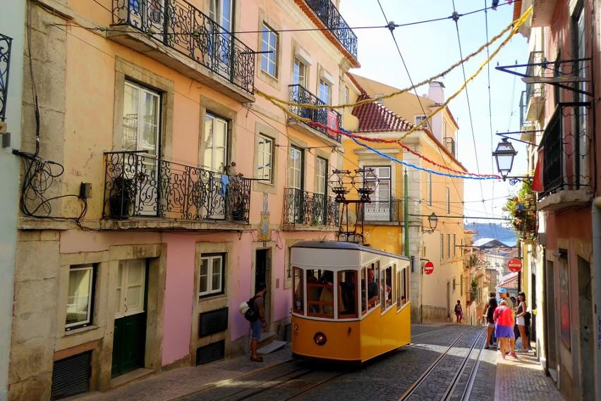 Portugalia dobrze radzi sobie z koronawirusem, choć w...