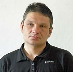 Informacje na temat zaginionego należy przekazywać do KPP w Kołobrzegu pod nr tel. 94 353-35-43, 94 353-35-49 lub 997