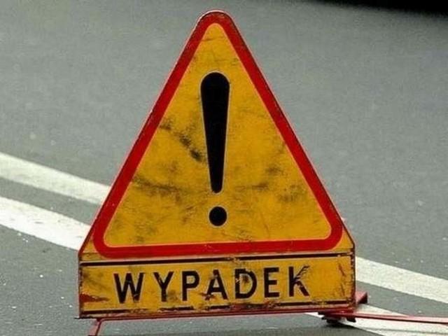 Na mało uczęszczanej drodze z Głęboczka do Siemczyna (gmina Czaplinek) doszło dzisiaj rano do wypadku drogowegoŚmierć poniósł 40-letni mieszkaniec województwa pomorskiego.