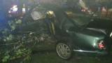 Rzepiennik Marciszewski. Wyprzedał na zakręcie, uderzył w samochód i drzewo, a potem uciekł z miejsca zdarzenia
