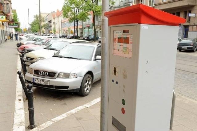 Przy skrzyżowaniu Słowackiego i Prusa miejsca parkingowe wyznaczył Zarząd Dróg Miejskich.