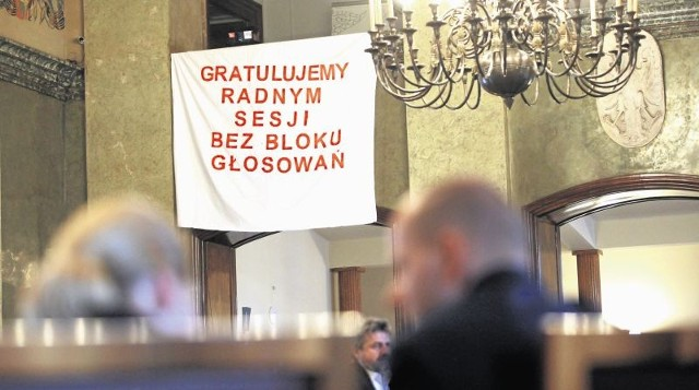 Mieszkańcy przygotowali transparent, w którym dziękują radnym