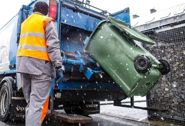 Sprawa przywłaszczenia pojemników na odpady w gminie Jerzmanowice-Przeginia trwa od jesieni 2019 roku
