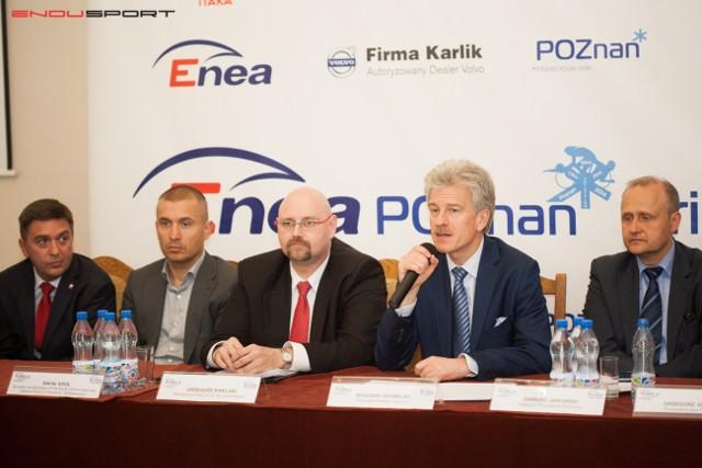 Od lewej: Wiceprezes Itaki, Piotr Henicz, dyrektor zarządzający z firmy Karlik, Rafał Król, wiceprezes Enea SA, Grzegorz Kinelski, prezydent Poznania, Ryszard Grobelny i jego zastępca, Dariusz Jaworski
