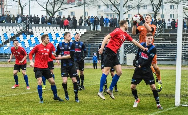 Wiosną udało się rozegrać tylko część meczów 1/8 finału Regionalnego Pucharu Polski, w tym spotkanie Chemika Moderatora z Zawiszą. Czy kibice w regionie będą emocjonowali się rozgrywkami od IV ligi w dół przekonamy się po 11 maja