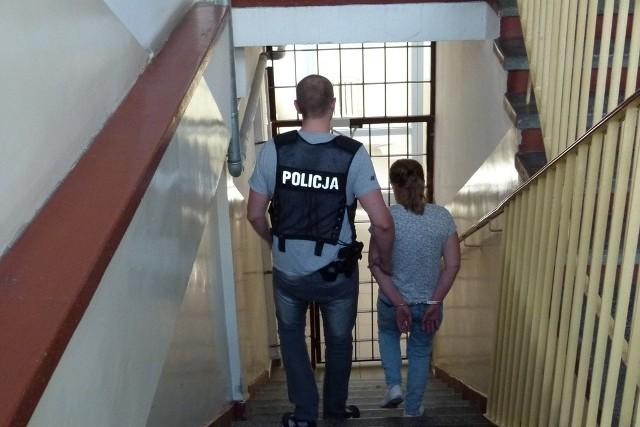 Kobiecie za narkotykowy proceder grozi 10 lat więzienia.