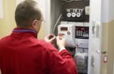Liczniki za prąd do wymiany. Stare liczniki zastąpią zdalne. Rachunki za prąd mają być niższe. Kiedy i kto za to zapłaci? Poznaj termin