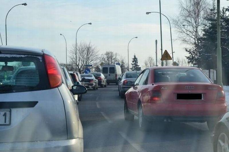 Protest w Suwałkach. Kierowcy zmierzają na stację paliw.