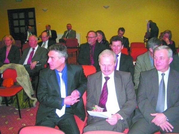 Podczas XII Zgromadzenia Związku Gmin Wiejskich województwa podlaskiego. Od lewej: Mirosław Lech, przewodniczący zarządu ZGW, Witold Liszkowski i Zenon Białobrzeski, członkowie zarządu ZGW.