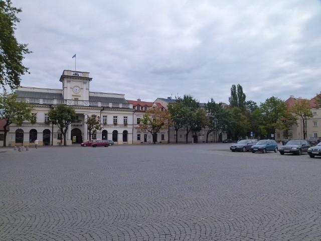 Łowicka strefa płatnego parkowania obejmuje dwa łowickie rynki oraz łączącą je ul. Zduńską