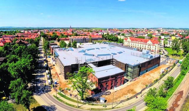 Ełk. Brama Mazur - Lokale nie będą pusteWszystkie prace idą zgodnie z planem. Robotnicy aktualnie zagospodarowują wnętrze galerii.