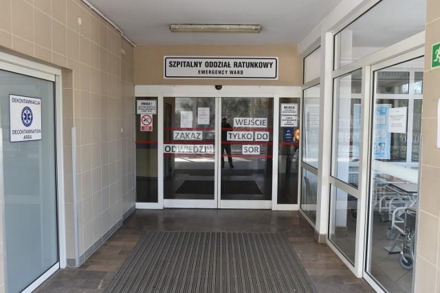 Chory mężczyzna trafił do szpitala w Lesznie kilka dni temu.
