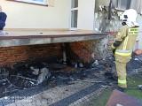 Pożar w powiecie radzyńskim. Pod balkonem zapalił się składowany sprzęt