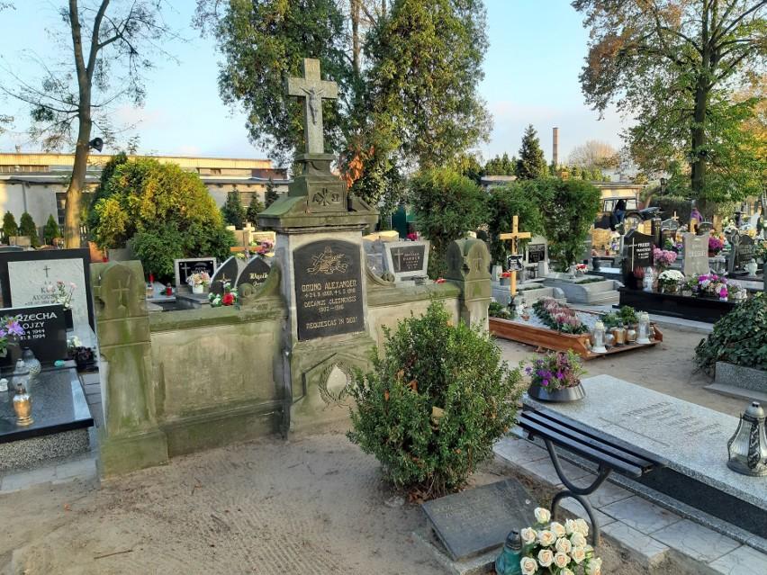 Cmentarz komunalny w Oleśnie.