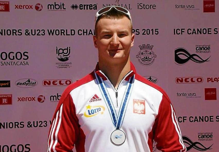 Grzegorz  z medalem za wicemistrzostwo świata