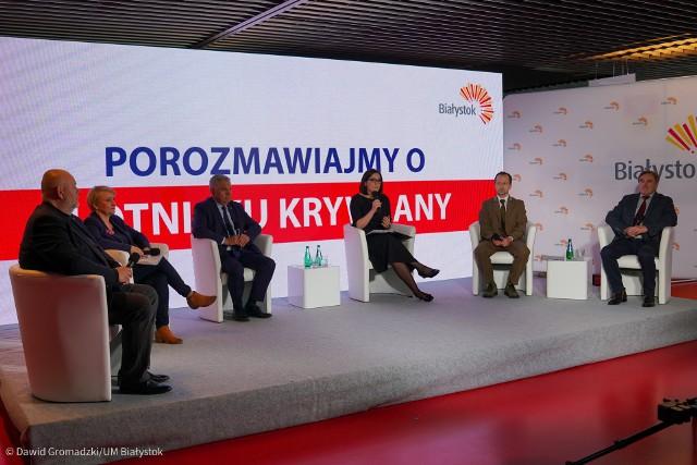 Debata o lotnisku Krywlany na stadionie miejskim w Białymstoku [14.04.2021]