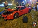 Ferrari uderzył w bariery na autostradzie A1 pod Włocławkiem [zdjęcia]