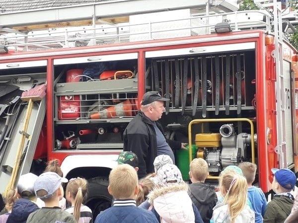 Z okazji Dnia Dziecka dzieci z przedszkola w Ugoszczy spotkały się ze strażakami miejscowej Ochotniczej Straży Pożarnej.