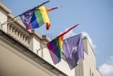 Poznańskie teatry i miejsca kultury solidaryzują się ze społecznością LGBT. Wywieszają tęczowe flagi na budynkach