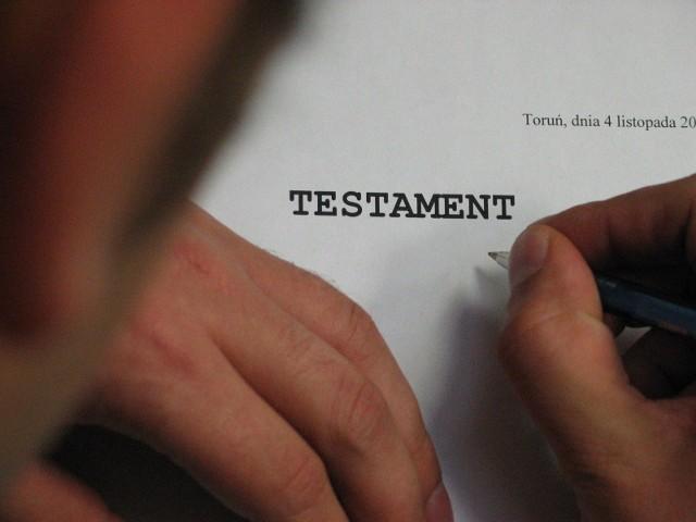U wielu osób pandemia przyspieszyła podjęcie decyzji o sporządzeniu testamentu u notariusza.
