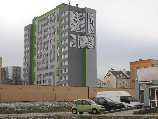 Komiks na elewacji wieżowcaZabawny komiks powstał na ścianie wieżowca w Kielcach