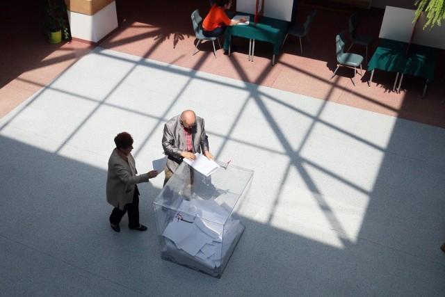 Lokale wyborcze będą otwarte w niedzielę 13 października od godz. 7 do 21