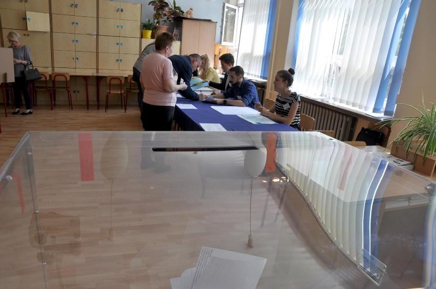 Lokale wyborcze będą otwarte w niedzielę 13 października od...