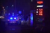 Rybnik. Napad na stację paliw. Policjant postrzelił napastnika z nożem. Kiedy weszli na stację, terroryzował obsługę za ladą