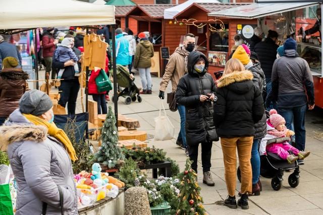 Frymark bydgoski ze świąteczną ofertą odbył się w niedzielę (20.12.2020 r.) i będzie jeszcze jeden - w środę (23.12.2020) również w godz. 10-14 na placu przy ul. Gdańskiej 8 w Bydgoszczy oraz na parterze byłej Drukarni