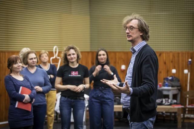 Paweł Szkotak podczas w prób w Operze Bałtyckiej