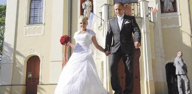 Ślub miał być jedną z najpiękniejszych chwil w życiu Joanny i Macieja Gniteckich, ale kłopot z salą weselną naraził ich na stres. Inną salę znaleźli w ostatniej chwili.