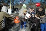 Śmigus-dyngus w Szczecinie. Zobacz zdjęcia z 2005 roku! Tak kiedyś laliśmy się wodą przed laty