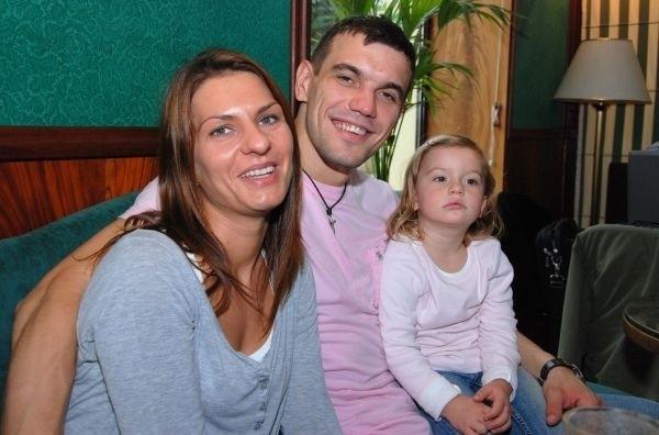 Michał Jurecki z żoną Joanną i córeczką Oliwią w Kielcach chętnie odwiedzają kawiarnię Blikle.