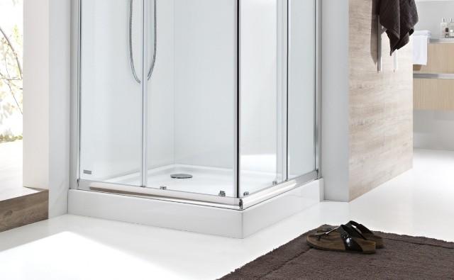 Prysznic z brodzikiemDecyzja o instalacji kabiny walk-in z odpływem liniowym lub kabiny z brodzikiem jest uzależniona od możliwości wkucia się w posadzkę.