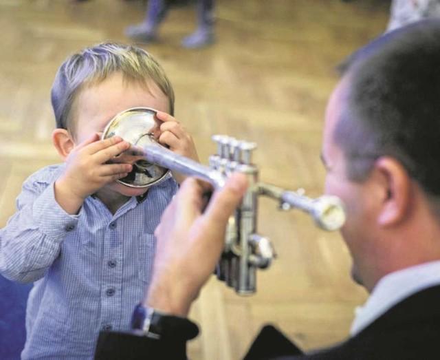 """""""Smykowe granie"""" w Filharmonii od lat bawi najmłodszych"""
