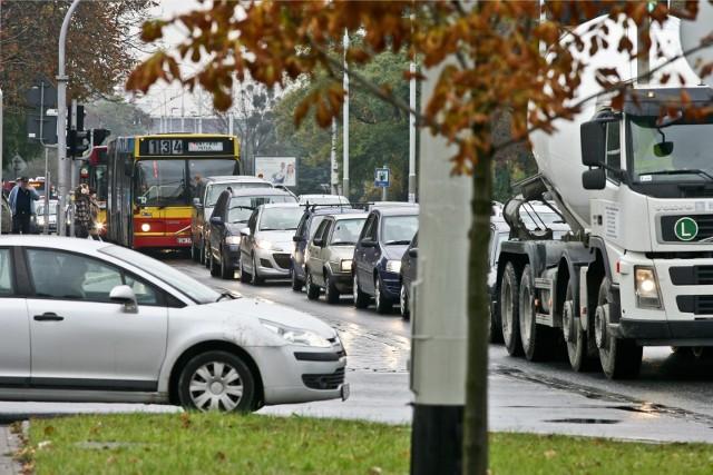 Grabiszyńska przy skrzyżowaniu z Hallera. W tym miejscu na liczbach wyraźnie widać powrót studentów pod koniec września